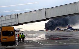 Экипаж Superjet приземлился с полным баком из-за утери связи с диспетчерами