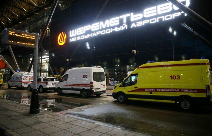 Источник заявил, что эвакуации горевшего Superjet могли помешать попытки спасти багаж