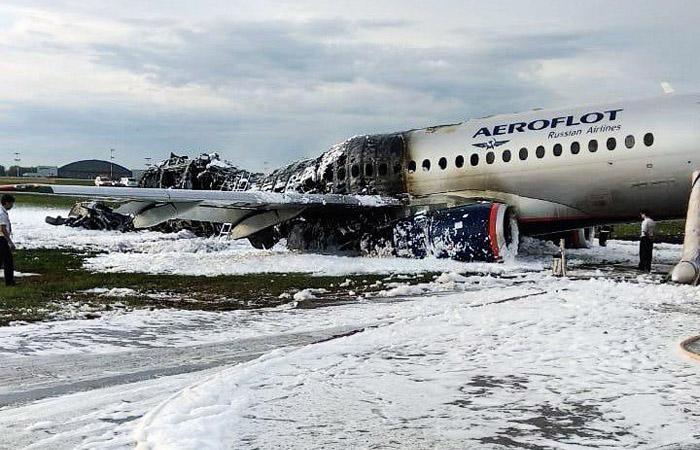 """Из сгоревшего в """"Шереметьево"""" Superjet извлекли 41 тело"""