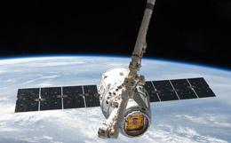 Американский грузовик Cargo Dragon пристыковался к МКС