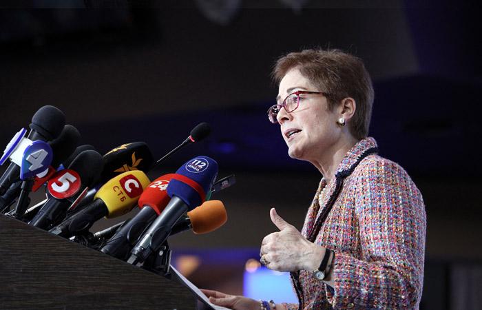Отзыв посла Мари Йованович поможет Трампу в борьбе с демократами