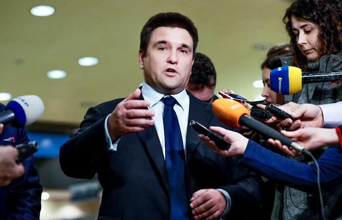 Глава МИД Украины предложил ввести новые санкции против РФ за выдачу паспортов в Донбассе