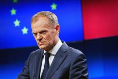 Власти ЕС возмутило сравнение председателя Евросовета с Гитлером и Сталиным