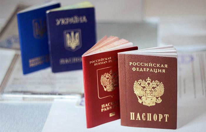 Почему крымчане отказываются от паспорта России и охотно берут украинский