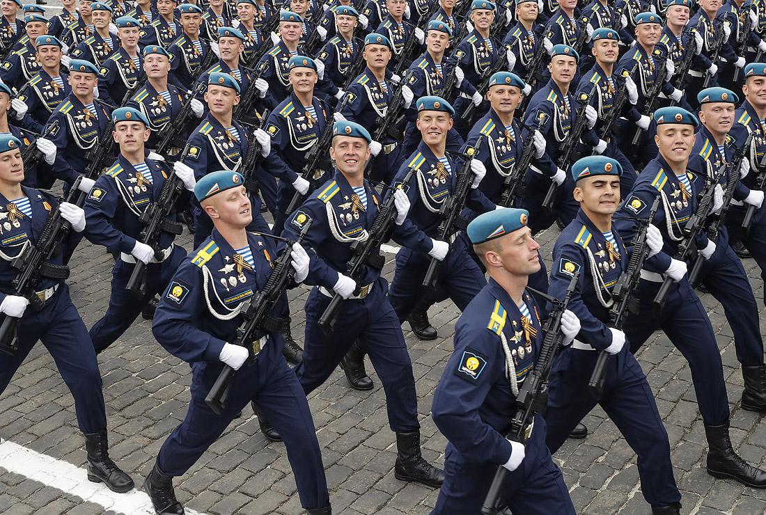 Парадный расчет Военно-воздушной академии имени Жуковского и Гагарина