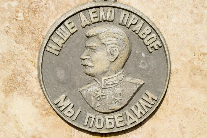 В РПЦ призвали не приписывать Сталину победу в Великой Отечественной войне
