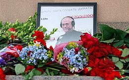 Вдова Доренко подтвердила, что прощание было отложено по заявлению его дочерей