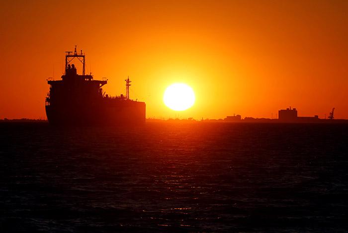 Саудовская Аравия заявила о диверсии против двух своих нефтяных танкеров