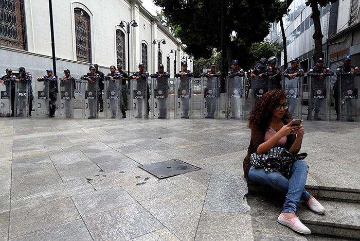 Спецназ заблокировал здание парламента Венесуэлы