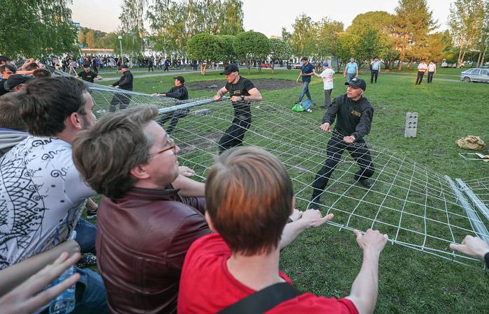 В Екатеринбурге прошла стихийная акция против строительства храма в центре города
