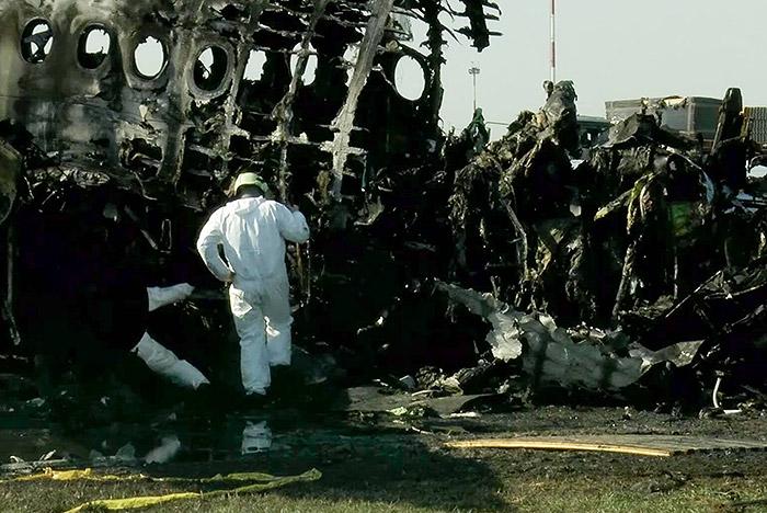 """Эксперты перечислили ошибки пилотов сгоревшего в """"Шереметьево"""" Superjet 100"""