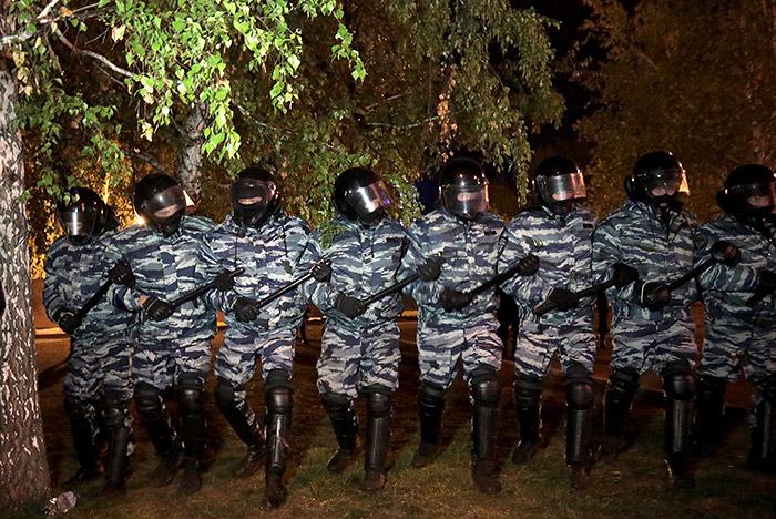 Песков назвал действия полиции в Екатеринбурге реакцией на провокацию