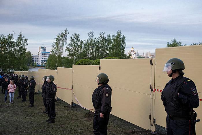 В Екатеринбурге задержали 70 протестующих против строительства храма