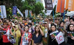 Тайвань первым в Азии легализовал однополые браки