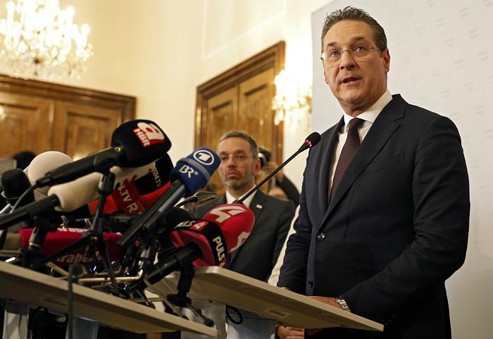 Вице-канцлер Австрии объявил об отставке после скандала с предполагаемой россиянкой