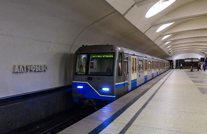 Два поезда с пассажирами застряли в тоннеле на серой ветке метро в Москве