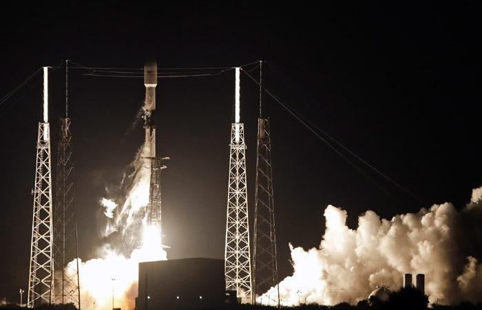 Falcon 9 вывела на орбиту первые 60 интернет-спутников системы Starlink