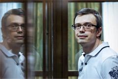 Осужденный за взятку экс-следователь СКР Никандров вышел по УДО