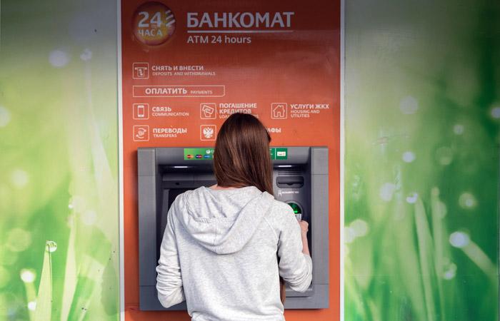 Сбербанк объяснил новый вид мошенничества с банкоматами недопониманием клиентов
