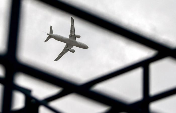 Авиакомпании призвали Минтранс проверить надежность Superjet 100