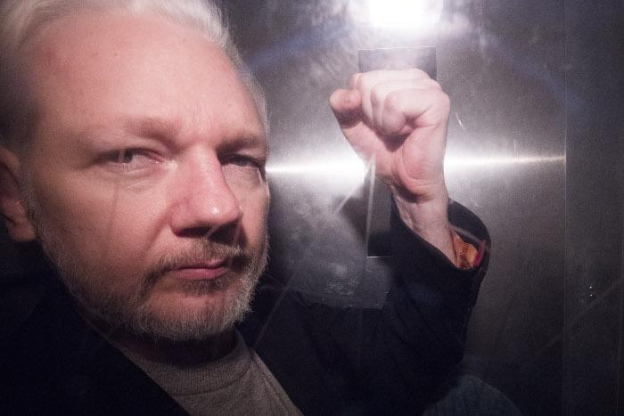Источники сообщили, что Минюст США откажется от дополнительных обвинений в адрес Ассанжа