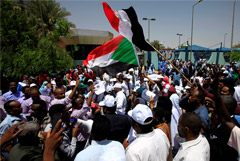 Спецназ открыл огонь по протестующим в столице Судана