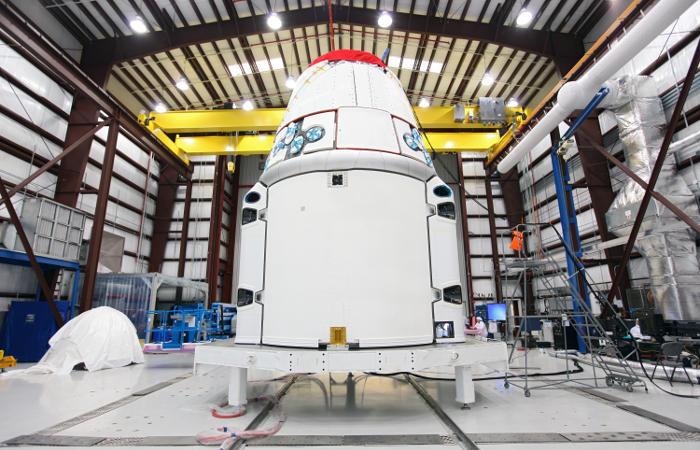 Космический корабль Cargo Dragon успешно приводнился в Тихом океане