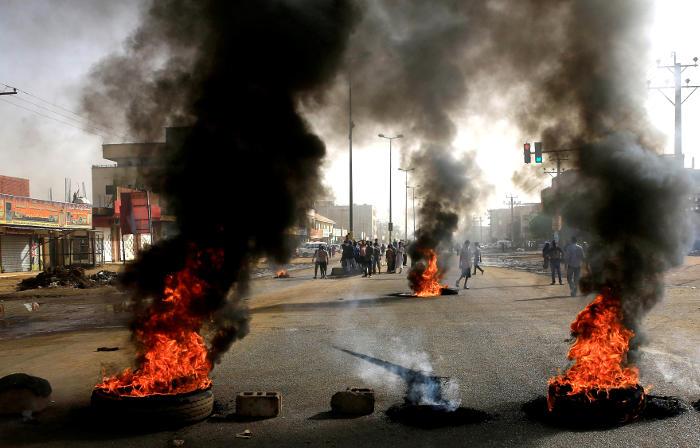 Число погибших в результате разгона протестов в Судане достигло 35 человек