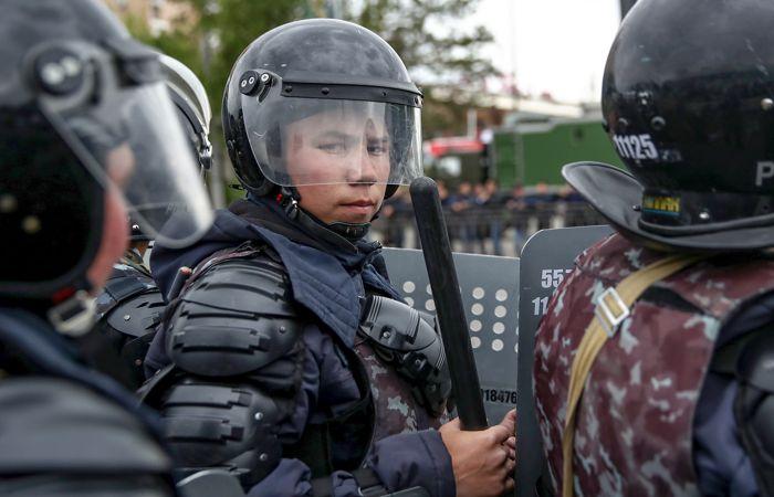 Задержаны около 200 участников митингов в Казахстане