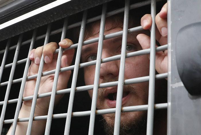 Полиция начала отпускать задержанных на акции в центре Москвы