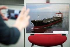 Японское судно дважды обстреляли снарядами в Оманском заливе