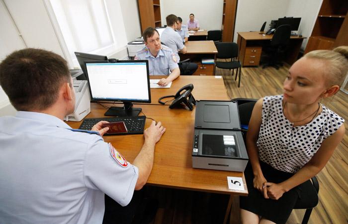 Жители Донбасса начали получать российские паспорта