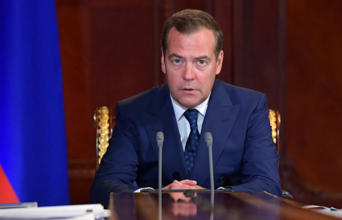 Д. Медведев предложил поднять детские пособия с50 руб. допрожиточного минимума