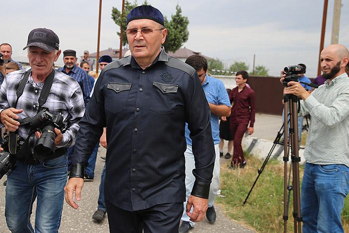 """Глава чеченского """"Мемориала"""" Оюб Титиев освободился из колонии"""