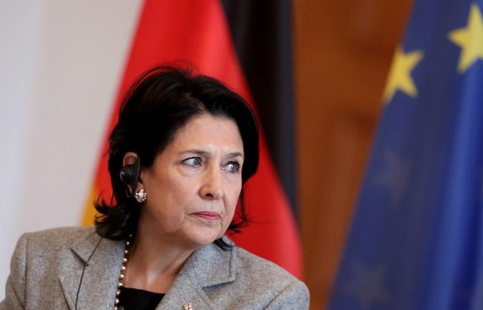 Президент Грузии призвала решать политические проблемы без помех туристам из РФ