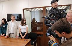 Суд до августа продлил меру пресечения сестрам Хачатурян