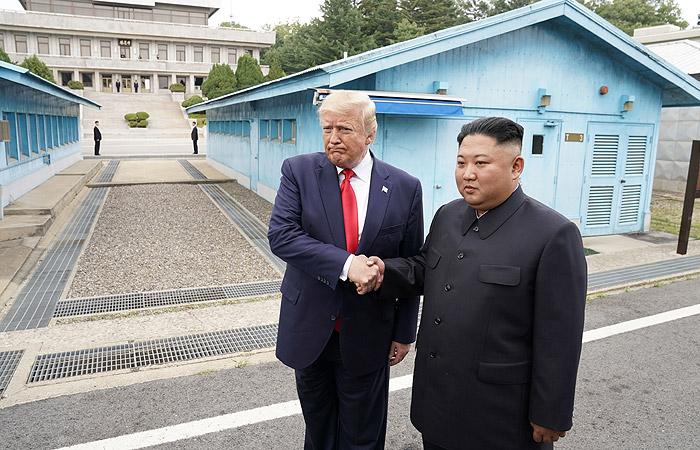 Дональд Трамп первым из президентов США ступил на территорию КНДР