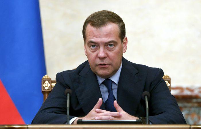 """Медведев призвал """"Единую Россию"""" поддержать журналистов-расследователей"""