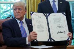 Трамп подписал законопроект о помощи мигрантам на $4,6 млрд
