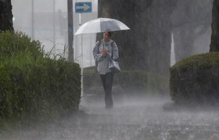 Свыше млн  человек эвакуируют вЯпонии