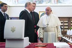 Путин рассказал о любви папы римского к Толстому и Достоевскому
