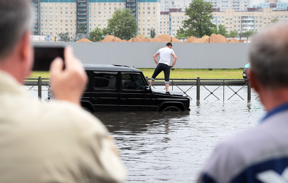 Выборгский район Петербурга затопило после дождя