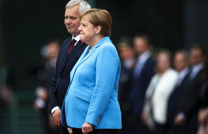 Меркель в третий раз за месяц стало плохо на публичном мероприятии