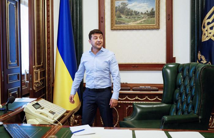 Зеленский потребовал люстрировать чиновников периода правления Порошенко
