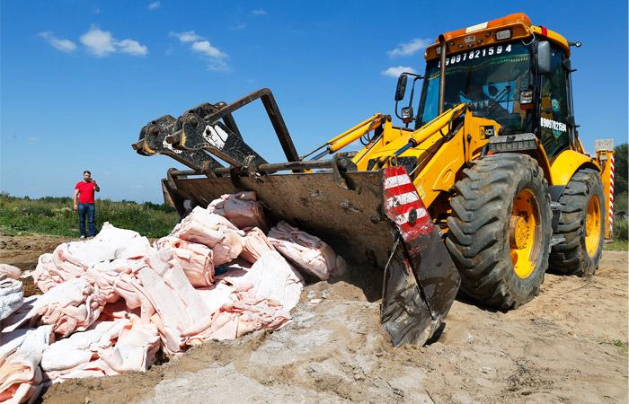 Вице-премьер Гордеев осудил уничтожение пригодных к употреблению продуктов
