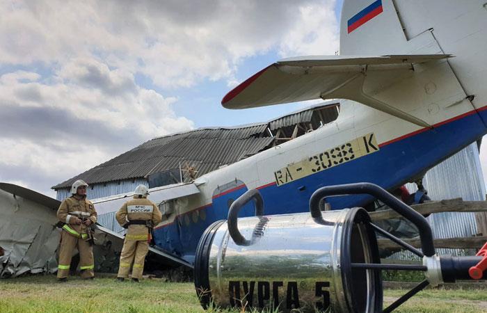 Легкомоторный самолет упал на жилой дом в Чечне