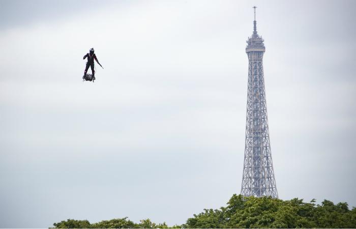 Французский изобретатель попробует перелететь через Ла-Манш на реактивной платформе