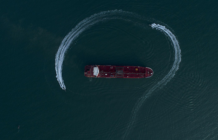 Дипломаты встретились с россиянами на задержанном в Иране танкере