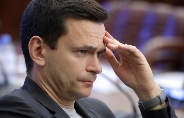 Оппозиционера Яшина привезли в отдел полиции Троицка