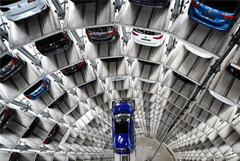 Володин опроверг слухи о планах запретить покупать машину без наличия гаража